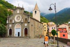 Kyrkliga San Giovanni Battista av Riomaggiore, Italien Royaltyfri Bild