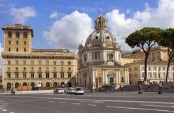 Kyrkliga Santa Maria di Loreto i Rome Arkivfoton