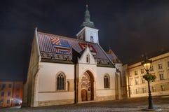 Kyrkliga St Mark, Zagreb, Kroatien - nattbild Royaltyfri Fotografi