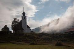 Kyrkliga StVinzenz i Weissbach en der Alpenstrasse, Bayern Arkivbild