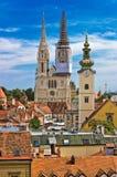 Kyrkliga torn av Zagreb, Kroatien Arkivfoto