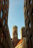 kyrkliga torn för klockapetersst Royaltyfria Foton