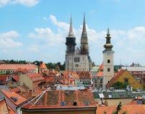 Kyrkliga torn tak i Zagreb Royaltyfria Bilder