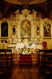 Kyrkligt altare för helgedom arkivbild