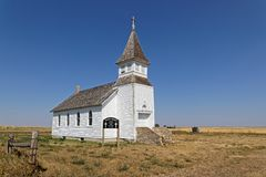 Kyrkligt borttappat för vit i slättarna av North Dakota royaltyfria bilder