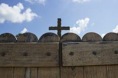 Kyrkligt dörrkors Royaltyfri Fotografi