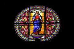 Kyrkligt fönster av bergbyn av helgonet-Véran, Frankrike fotografering för bildbyråer