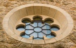 Kyrkligt fönster för cirkulär i modern stil Arkivbilder