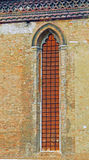 Kyrkligt fönster, Venedig, Italien Arkivbilder