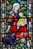 Kyrkligt fönster 2 ~ Sts Michael montering för priorskloster Arkivfoton