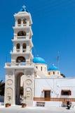 Kyrkligt klockatorn Fira Santorini Fotografering för Bildbyråer