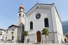 Kyrkligt klockatorn Italien Arkivfoton