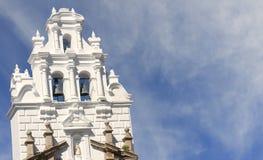 kyrkligt kolonialt torn royaltyfria bilder