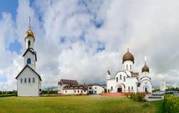 Kyrkligt komplex (Pokrovo- Nicholas Church, klockstapeln och pilgrimsfärden Royaltyfri Fotografi