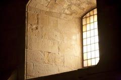 kyrkligt medeltida fönster Arkivbilder