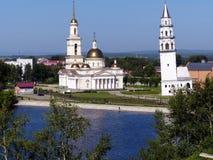 Kyrkligt och lutande torn för Spaso-Preobrazhensky domkyrka i den Nevyansk Sverdlovsk regionen Ryssland ortodox arkitektur Royaltyfria Foton