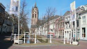 Kyrkligt torn av Delft, Holland arkivfilmer