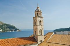 Kyrkligt torn för dominikan i Dubrovnik den gammala townen royaltyfri bild