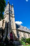 Kyrkligt torn från parkera royaltyfri fotografi
