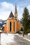 Kyrkligt torn i den alpina byn dåliga Hofgastein, Österrike. Arkivfoto
