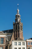 Kyrkligt torn i gouda, Holland Arkivfoto