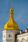 Kyrkligt torn med en kupol Royaltyfri Bild