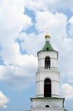 Kyrkligt traditionellt klockatorn för ryss Royaltyfria Bilder