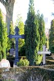Kyrkogård av olika kulturer royaltyfri foto