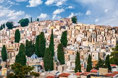Kyrkogård för Enna ` s i Sicilien, Italien arkivfoton