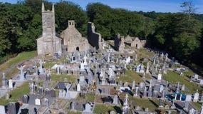 Kyrkogård för St Mullins och kloster- plats län Carlow ireland royaltyfria foton