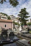 Kyrkogård i den härliga staden av Herceg Novi arkivfoto