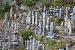 Kyrkogård i Onomichi, Japan Royaltyfria Bilder