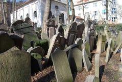 kyrkogård judiska gammala prague Arkivbild