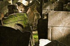 kyrkogård judiska gammala prague Arkivfoton