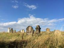 Kyrkogård på kullen Royaltyfri Bild