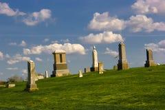 Kyrkogård på kullen Royaltyfria Bilder