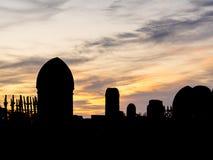 Kyrkogård på solnedgången arkivbilder