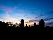 Kyrkogård på solnedgången fotografering för bildbyråer