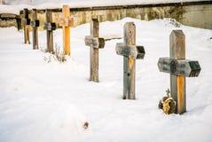 Kyrkogård under snön Arkivfoton
