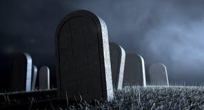 Kyrkogårdgravstenar på natten Royaltyfri Fotografi