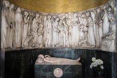 Kyrkogårdgravvalv Arkivfoto