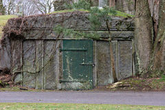 Kyrkogårdkrypta Arkivfoto