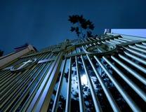 Kyrkogårdportar på natten Arkivbilder