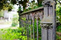 Kyrkogårdstaket royaltyfri fotografi