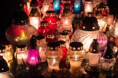 Kyrkogårdstearinljus på natten Royaltyfri Foto
