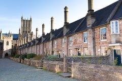 Kyrkoherden stänger och väller fram domkyrkan Somerset, England Arkivfoto