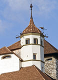 kyrktaga den medeltida fästningen Royaltyfri Bild