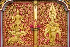 kyrktaga den thai dörren Arkivfoton