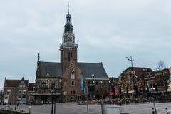 Kyrktaga i den gamla delen av Alkmaar, Nederländerna Royaltyfria Foton