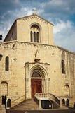 Kyrktaga i gammal stad i stad av Grasse Arkivfoton